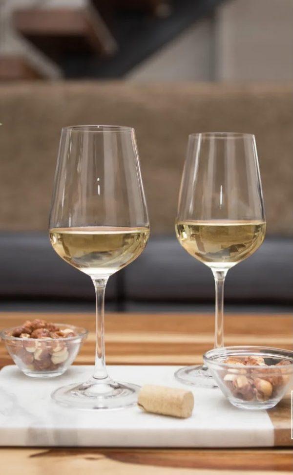 Титаниум Бело вино